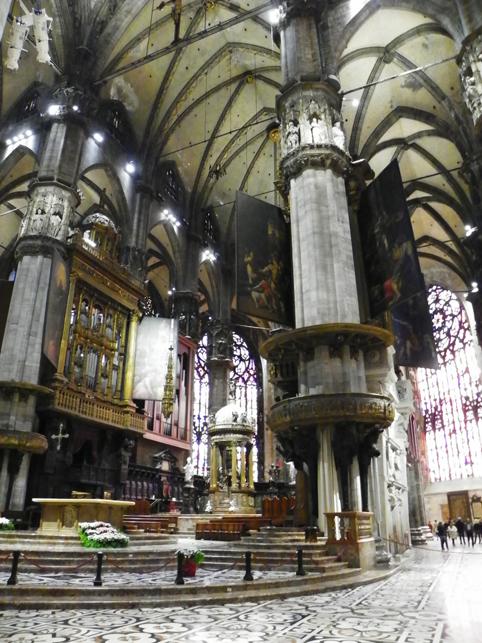 inside Duomo di Milano